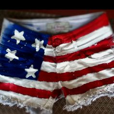 DIY USA flag short -  fourth of July outfit!! So excited for next year. Why couldn't I have found this wayy earlier!