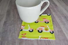 """Mug rugs are essentially big coasters. They are usually big enough so that you can have a mug and a snack on it, like a cookie. This mug rug tutorial shows you how to make a mug rug or even a set quickly and easily. Easy Sewing Projects, Sewing Crafts, Craft Projects, Sewing Ideas, Craft Ideas, Mug Rug Patterns, Sewing Patterns Free, Mug Rug Tutorial, Diy Mugs"
