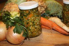 Zeleninu pomeleme a na tuku dusíme 30 minut. Hned horké nacpat do skleniček tak, aby nebyl vzduch v zelenině a zalít tukem ve kterém jsme...