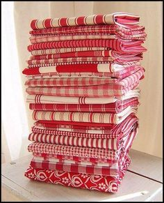 Nanalulu's Linen Closet Red and White Linens - http://www.nanaluluslinensandhandkerchiefs.com/index.cfm/fa/items.main/parentcat/19618/subcatid/0/id/503521