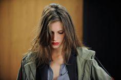 """""""Jung und schön"""" ist der Titel von François Ozons neuem Film. Und diese drei Wörter beschreiben perfekt seine Hauptdarstellerin Marine Vacth. Hier geht's zur Filmkritik: http://www.nachrichten.at/freizeit/kino/filmrezensionen/Frankreichs-neuer-Star-ist-mal-Kind-mal-freche-Lolita;art12975,1251856 (Bild: Filmladen)"""
