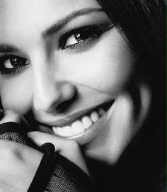 Cheryl Cole - natural look. Celebrity Beauty, Celebrity Gossip, Celebrity Style, Beautiful Eyes, Most Beautiful Women, Cheryl Fernandez Versini, Cheryl Cole, Good Looking Women, Thing 1