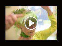 (Video) Langkah Baru Untuk Glamor? Wanita Ini Tampil Dengan Serba Hijau   Menurut portal New York Post menjadi satu tradisi untuk memakai pakaian serba hijau pada Hari St Patrick tetapi wanita ini Elizabeth telah merubah hidupnya menjadi hijau secara keseluruhannya dari pakaiannya sehinggakan rambut. Namun dia kini menjadi selebriti tempatan di kawasan sekitar New York City tersebut.  Baca di website  MEDIAHIBURAN