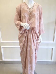 Dress Brokat Modern, Kebaya Modern Dress, Kebaya Dress, Dress Pesta, Modern Hijab Fashion, Batik Fashion, Hijab Fashion Inspiration, Abaya Fashion, Kaftan Pattern