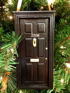 Decoração Natal Geek e Nerd Porta Sherlock - (Christmas ornaments - Sherlock / 221-B door)