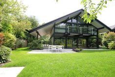 On the market: Five-bedroom contemporary modernist Huf Haus in Beaconsfield, Buckinghamshire on http://www.wowhaus.co.uk