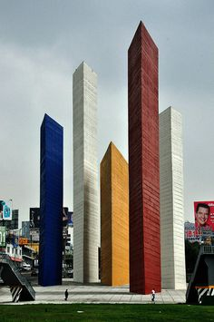 Torres de Satélite (Satelite Towers), by Luis Barragán, 1957 - in Mexico City, Mexico (Torres de Satelite en Naucalpan – Estado de Mexico)