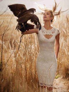 Spitze fürs Standesamt: Olvis ist nicht nur super hübsch, sondern auch super bequem! Finde dein Brautkleid fürs Standesamt bei crusz Berlin: http://crusz.de/brautkleider Foto: Olvis