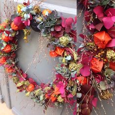 Couronne de porte #mlbfleuriste #couronne#porte#crown #doorscrown#floristparis #physalis #eucalyptus #graminee#hortensia #hydrangea #dille #automne#automn #flowers #fleurs#couronnedeporte #bloom#blooming #saison#floristparis #instagram#instaflowers#instapicture #instaphoto