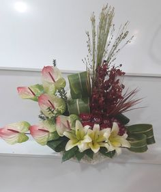 23 Gostos, 0 Comentários - sensi_flowers (@sensi_flower) no Instagram Tropical Floral Arrangements, Silk Flower Arrangements, Floral Centerpieces, Flower Vases, Fall Flowers, Beautiful Flowers, Arte Floral, Valentine Decorations, Fall Wreaths