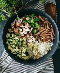 One pot pasta – Opskrift på nem vegetar pastaret til hverdage Vegetarian Cooking, Vegetarian Recipes, Healthy Recipes, One Pot Dishes, Veggie Pasta, One Pot Pasta, Plant Based Diet, Food Inspiration, Coleslaw
