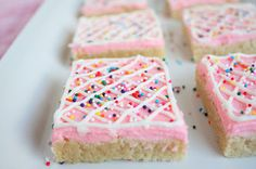 Sugar Cookie Squares by Cooking Classy. Pinner said, Finally pinning this cause I've made this 4 times this month. Everyone goes nuts over them! So much easier than making actual sugar cookies. Yummy Treats, Sweet Treats, Yummy Food, Dessert Bars, Cookies Et Biscuits, Sugar Cookies, Sugar Cookie Bars, Frosted Cookies, Pink Cookies