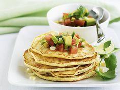 Maispfannkuchen mit Avocado-Salsa - smarter - Kalorien: 399 Kcal - Zeit: 1 Std.    eatsmarter.de Wer sagt denn, dass Pfannkuchen immer süß sein müssen?