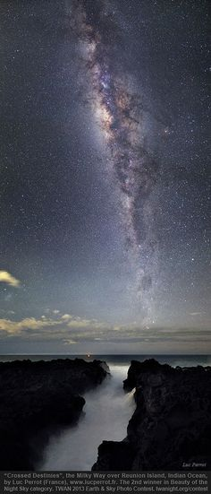 "2013 Earth and Sky Photo Contest: ""Crossed Destinies"" by Luc Perrot from Reunion Island of France (Indian Ocean) is the second place winner in the Beauty of the Night Sky category. (Credit: Luc Perrot/TWAN http://twanight.org)"