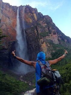 Salto Ángel je nejvyšší vodopád světa. ázev dostal podle amerického pilota, hledače zlata a diamantů Jimmiho Angela, který ho objevil v roce 1935. Je vysoký 979 metrů a voda v něm absolvuje nepřerušený volný pád dlouhý 807 metrů.
