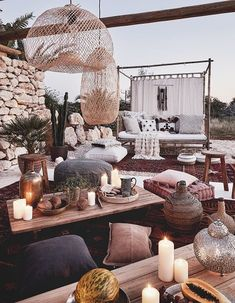 The external environment is also used for aperitifs and .- L'ambiente esterno viene anche sfruttat Balcony Chairs, Garden Chairs, Outdoor Furniture Plans, Furniture Ideas, Outdoor Spaces, Outdoor Living, Bohemian Chic Home, Modern Mountain Home, Garden Gazebo