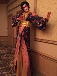 Another shot of our tall geisha girl on stilts, Asian style entertainment, J&D Entertainment stilt character in Houston, TX www.jdentertain.com
