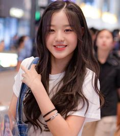 IZone and Wanna One Story in 2020 Ulzzang Korean Girl, Cute Korean Girl, Cute Asian Girls, Cute Girls, Korean Beauty Girls, Asian Beauty, Kpop Girl Groups, Kpop Girls, Uzzlang Girl