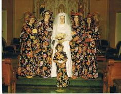 Funny Wedding Photos My grandma us to have those curtains. - Crazy Funny Wedding Pics That'll Make Ya Say I Don't These ain't yours, are they? Hope not. 'Cuz if they are, this collection of funny wedding pictures jus Worst Wedding Photos, Vintage Wedding Photos, Wedding Pictures, 1970s Wedding, Vintage Photos, Vintage Weddings, Awkward Wedding Photos, Country Weddings, Lace Weddings