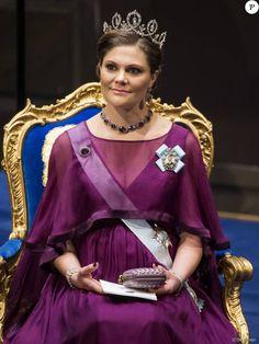 La princesse Victoria de Suède, enceinte - La famille royale de Suède au gala en l'honneur des Prix Nobel à Stockholm, le 10 décembre 2015.
