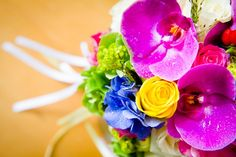 bunt Regenbogen Brautstrauss colorful Rainbow Bridal Bouquet