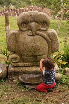 Aguila Serpiente y Niño, San Agustin, Colombia