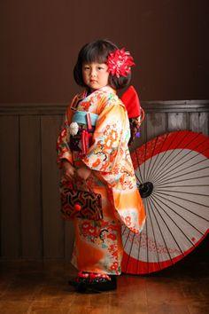 お母さんの思い出着物で七五三☆ Japanese Costume, Japanese Kimono, Japanese Fashion, Japanese Kids, Yukata Kimono, Costumes Around The World, Japanese Photography, Asian Kids, Kanzashi