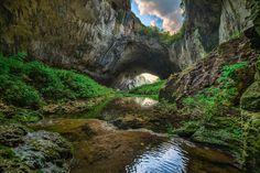 De par sa taille, la grotte a été utilisé par les Bulgares pour stocker de la nourriture et du pétrole avant de devenir une base militaire secrète.