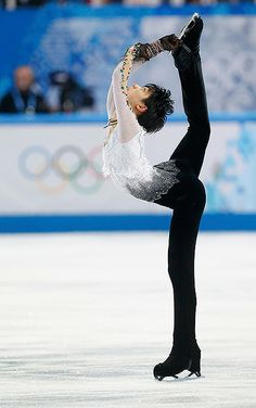Miyagi, Yuzuru Hanyu, Japanese Figure Skater, Johnny Weir, Poses References, Human Poses, Ice Skaters, Dynamic Poses, Olympic Champion