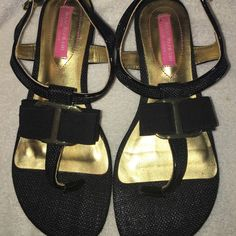 Isaac Mizrahi Sandals This pair of Isaac Mizrahi Sandals are super adorable with the bow on the top  they are in excellent condition and a size 6 Isaac Mizrahi Shoes Sandals