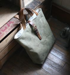 Recycled Canvas Tote Bag por Forestbound en Etsy