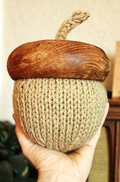 Not really sure what I'd do with a ginormous knitted acorn, but still...it's knitted! :-D