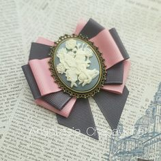 / bow brooch / pink and gray with cameo / Ribbon Art, Fabric Ribbon, Ribbon Bows, Women Bow Tie, Tie Styles, Brooches Handmade, Cute Bows, How To Make Bows, Headbands