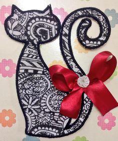 Gatos ❤️ Fiz com a Matriz Brother PE770 -  www.artecomquiane.com   #gatos #gatosgram #gatopreto #matriz #brother #bordado#embroidery #arte #artesanato #artecomquiane #diy #diy禮物 #diydecor #diy #oportunidade #felicidade #feitoamao #ateliê #brasil #brazil