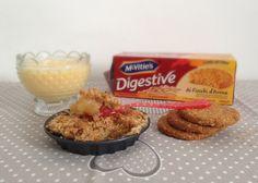 Crumble di mele con biscotti digestive e crema inglese