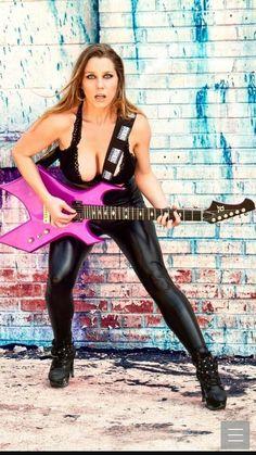 Jodie Trivedi Chica Heavy Metal, Heavy Metal Girl, Rocker Girl, Rocker Chick, Female Guitarist, Female Singers, Music Girl, Female Rock Stars, Rock And Roll Girl
