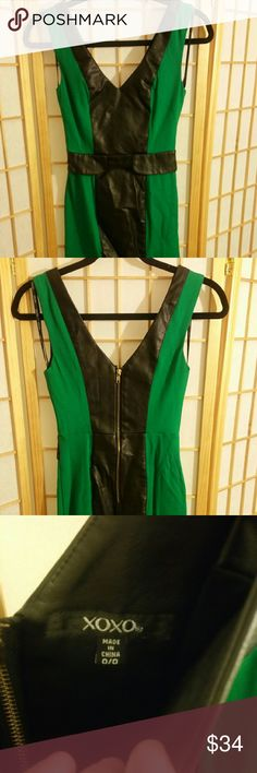 XOXO bodycon dress size 0, green n black Hugs the curves in the right places XOXO Dresses Mini