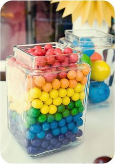 Separate the candy into colors. Use one color as a layer. The layer of colored gobstopers or gumballs should be even inside the jar then place another layer of a mdifferent color.