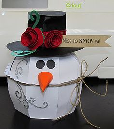 Snowman (Sharon Langford Designs) using the Cricut Sweet Tooth Cartridge.