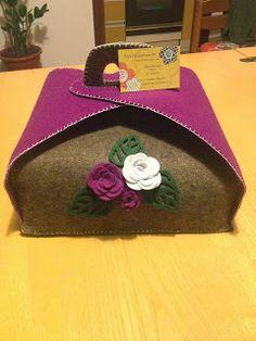Porta torte in feltro 30 - misura grande Felt Crafts, Crafts To Make, Diy Crafts, Towel Animals, Felt Material, Granny Square Crochet Pattern, Family Crafts, Big Shot, Craft Gifts