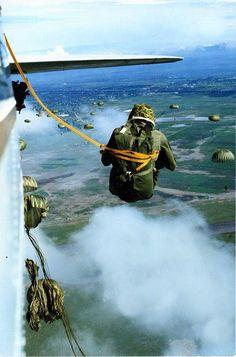 Ant 117 saltando avion C.54 1991 del cielo ala micion