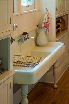 30 Ideas Home Vintage Kitchen Farmhouse Sinks Farm Sink, Farmhouse Sink Kitchen, Old Kitchen, Kitchen Decor, Kitchen Sinks, Farmhouse Style, Modern Farmhouse, Kitchen Country, Farmhouse Decor