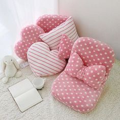 68 Super Ideas For Baby Diy Pillow Projects Bow Pillows, Cute Pillows, Sewing Pillows, Cute Furniture, Pillow Crafts, Diy Bebe, Patchwork Pillow, Baby Sewing Projects, Diy Couture
