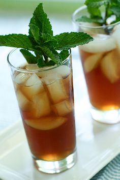 I have lots of spearmint taking over my flower beds! Spearmint Recipes, Spearmint Tea, Fodmap Recipes, Tea Recipes, Drink Recipes, Homemade Iced Tea, Detox Tea Diet, Mint Chocolate Chips, Recipes