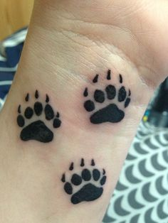 Momma bear tattoo: add a sun, moon and a star -sun for your sister, moon for you and star for your brother. Your sister's tattoo will be one paw and a sun. Your brother would get the paw and a star and you I would hope would get the paw and a moon. Baby Bear Tattoo, Bear Paw Tattoos, Animal Tattoos, Tattoo Designs Wrist, Tattoo Designs For Women, Cute Tattoos, Body Art Tattoos, Tatoos, Tatuajes Tattoos