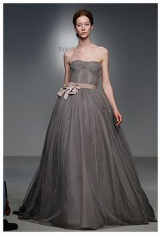 Grey and Blush Wedding Dress, Vera Wang.  How interesting.  This must be the first grey wedding dress I've seen!