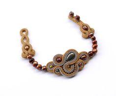 Goldene Pyrit. Hand Stickerei Soutache Armband mit von AlliumFlower