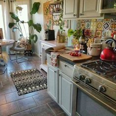 54 Classy Bohemian Style Kitchen Design Ideas - Home Sweet Home - Bohemian Kitchen Furniture, Chic Kitchen, Bohemian Style Kitchen, Kitchen Room, Kitchen Remodel, Interior Design Kitchen, Home Kitchens, Bohemian Kitchen Decor, Kitchen Renovation
