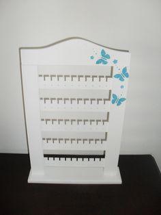 Porta brincos branco e arabescos em azul. Pode ser confecionado na cor/detalhe de sua preferência.