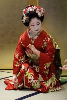 "geimei: "" January Lovely Maiko Kohana (Masuume Okiya) of Gion Kobu dancing at an ozashiki."